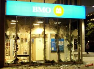 Stanley Cup 2011 Vancouver - Zerstörte Front der Bank of Montreal