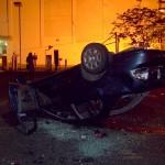 Stanley Cup 2011 Vancouver - Umgeworfenes Auto, Autobrand im Hintergrund
